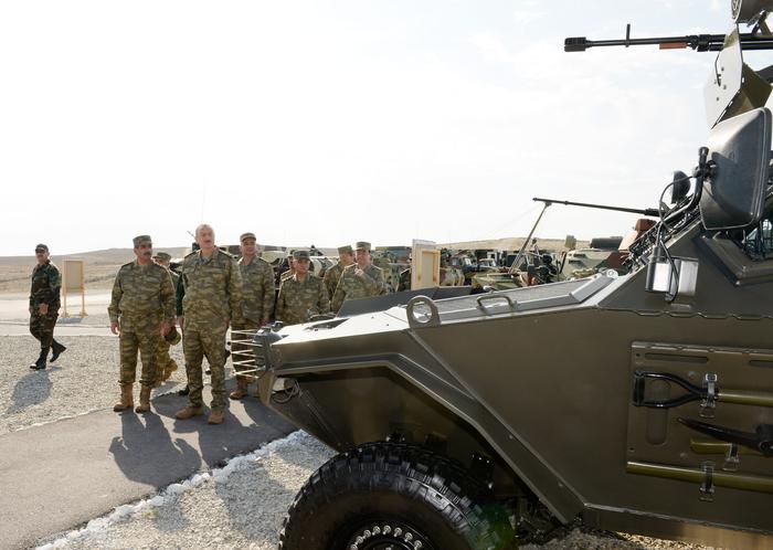 Президент Ильхам Алиев наблюдал за оперативно-тактическими учениями по случаю 96-й годовщины создания ВС Азербайджана (ФОТО)