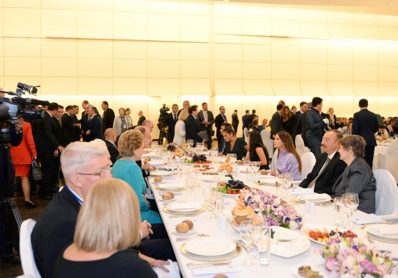 Dinner reception hosted on behalf of Azerbaijani President in honor of fourth Baku International Humanitarian Forum participants (PHOTO)
