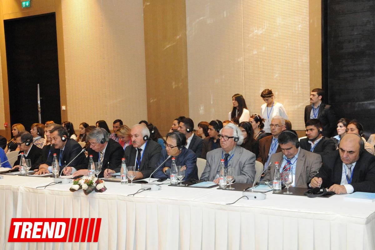 Мультикультурализм в Азербайджане возведен в ранг государственной политики - госсоветник (ФОТО)