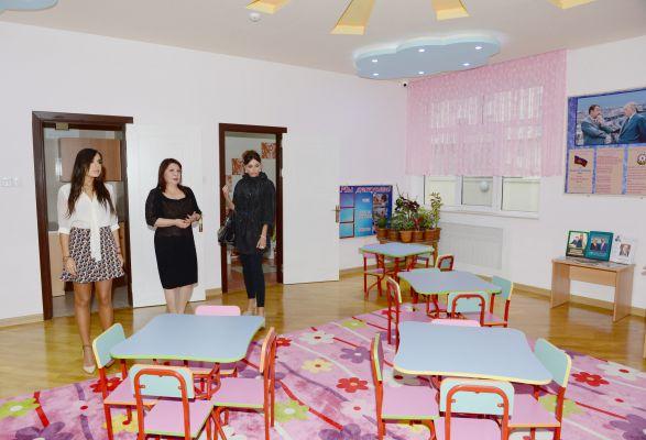 Первая леди Азербайджана Мехрибан Алиева приняла участие в открытии после капитального ремонта детского сада-яслей в Низаминском районе (ФОТО)