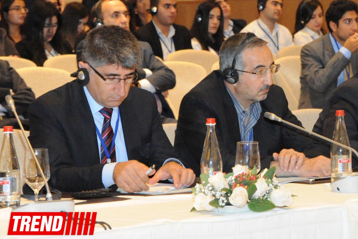 В рамках Бакинского гуманитарного форума  обсуждались  эпосы «Песнь о Нибелунгах» и «Китаби-Деде Горгуд» (ФОТО)