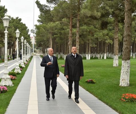 Президент Азербайджана ознакомился с работами по реконструкции в парке имени Гейдара Алиева в Хырдалане (ФОТО)