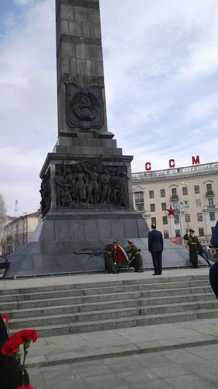 Глава МИД Азербайджана посетил монумент Победы в Минске (ФОТО)