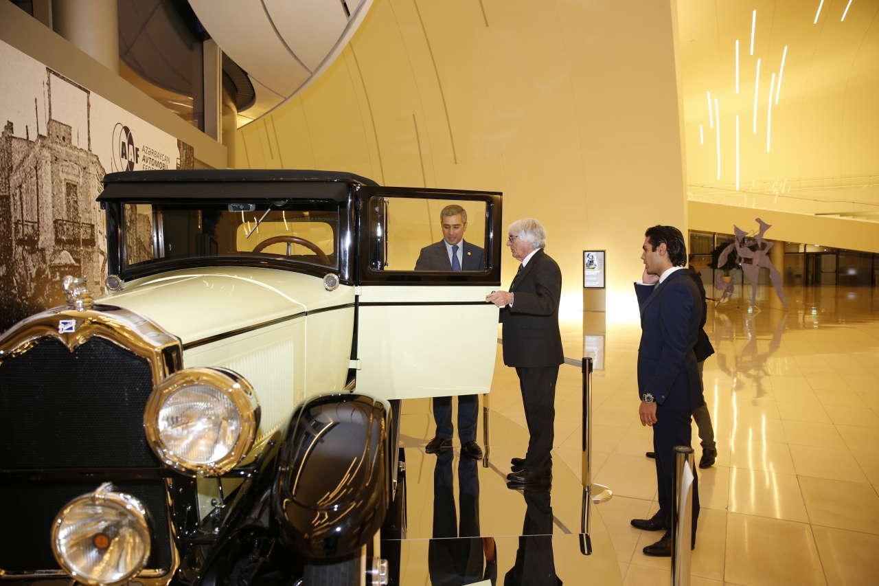 Главный исполнительный директор Formula 1 Group посетил Центр Гейдара Алиева (ФОТО)