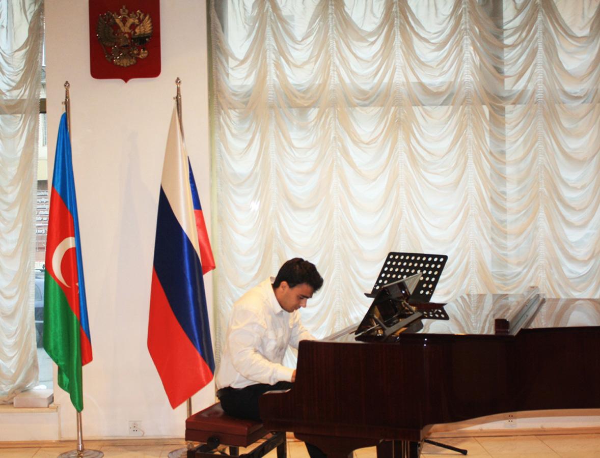 В Баку отметили день рождения Сергея Есенина (ФОТО)