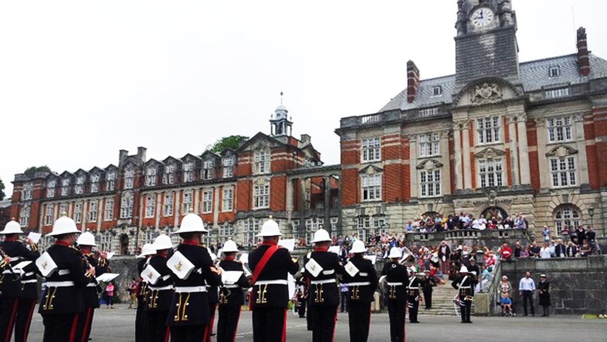 Два офицера ВС Азербайджана стали выпускниками Военно-морского колледжа в Великобритании (ФОТО)