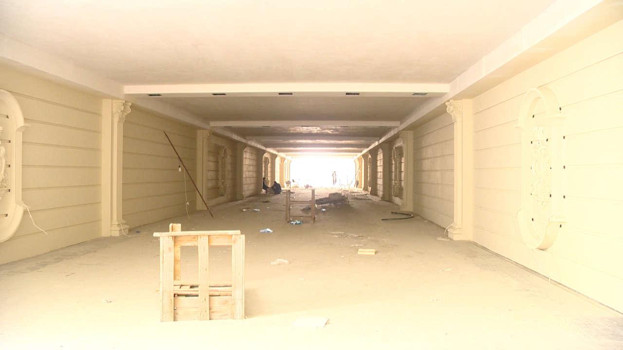 На одном из проспектов Баку завершается строительство подземного пешеходного перехода (ФОТО)