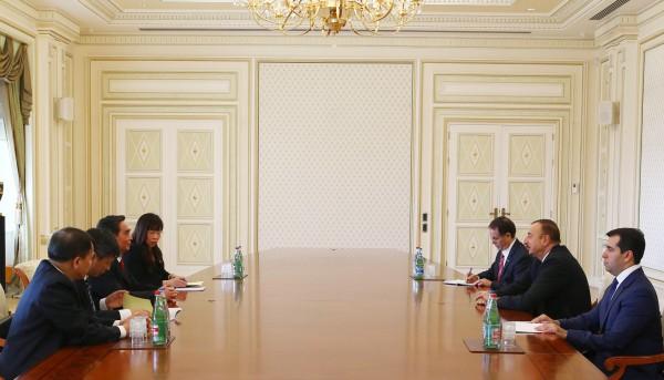 Ильхам Алиев принял делегацию во главе с постоянным членом Секретариата ЦК Компартии Вьетнама