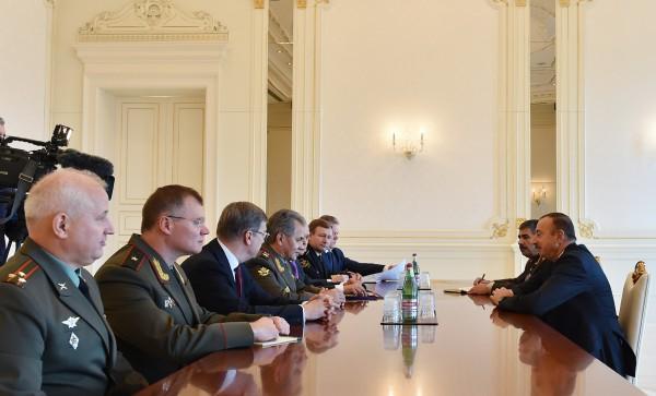 Президент Азербайджана принял делегацию во главе с министром обороны России