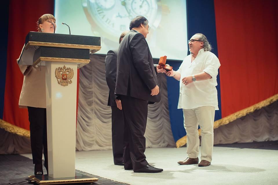 Азербайджанский режиссер награжден бриллиантовыми часами губернатором Кемеровской области (ФОТО)