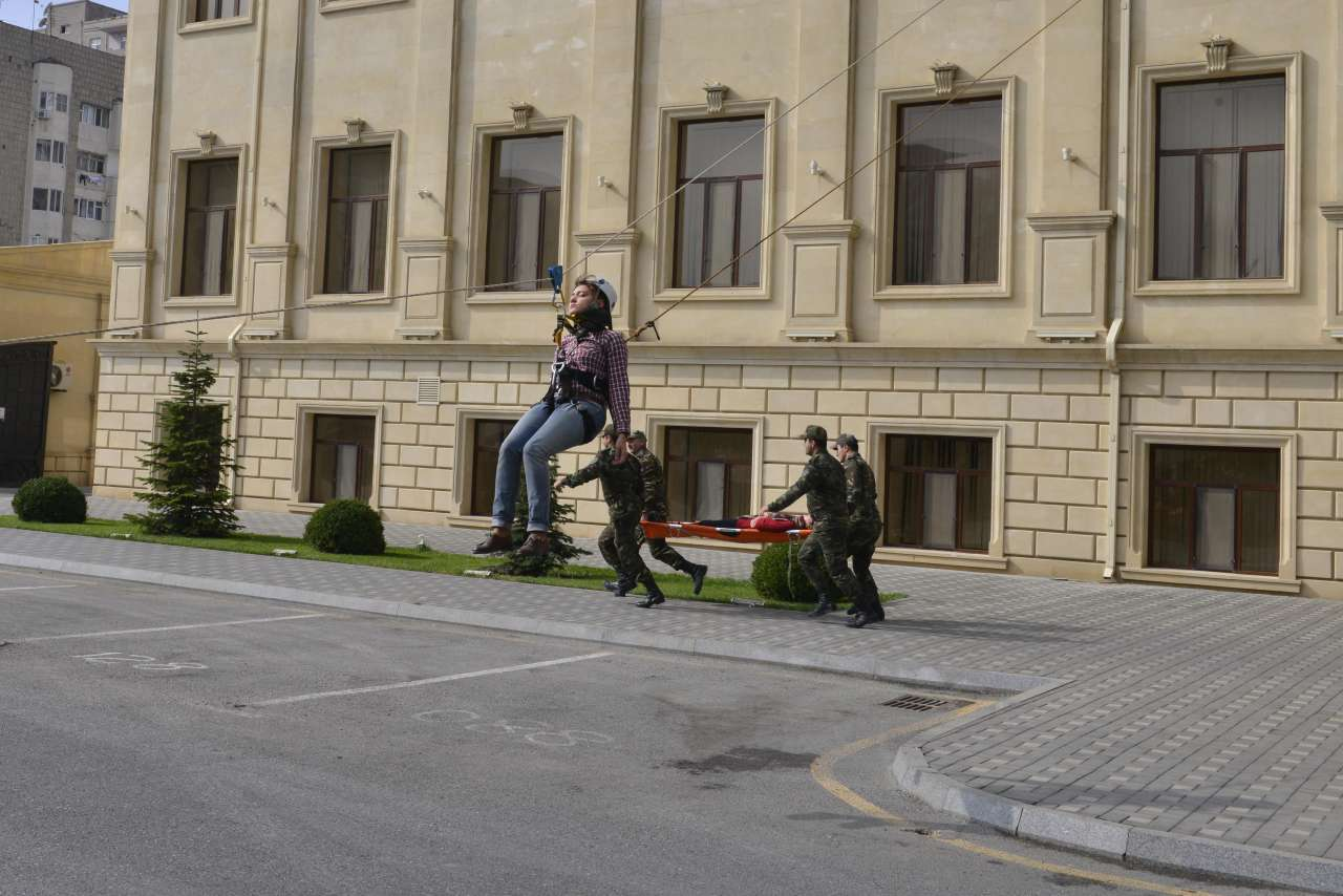 МЧС провело учения в Бакинской высшей школе нефти (ФОТО)