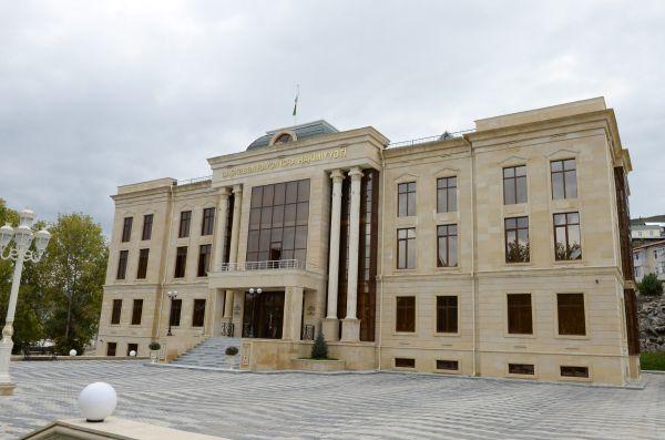 Президент Азербайджана и его супруга ознакомились с условиями, созданными в новом здании Исполнительной власти Дашкесанского района (ФОТО)