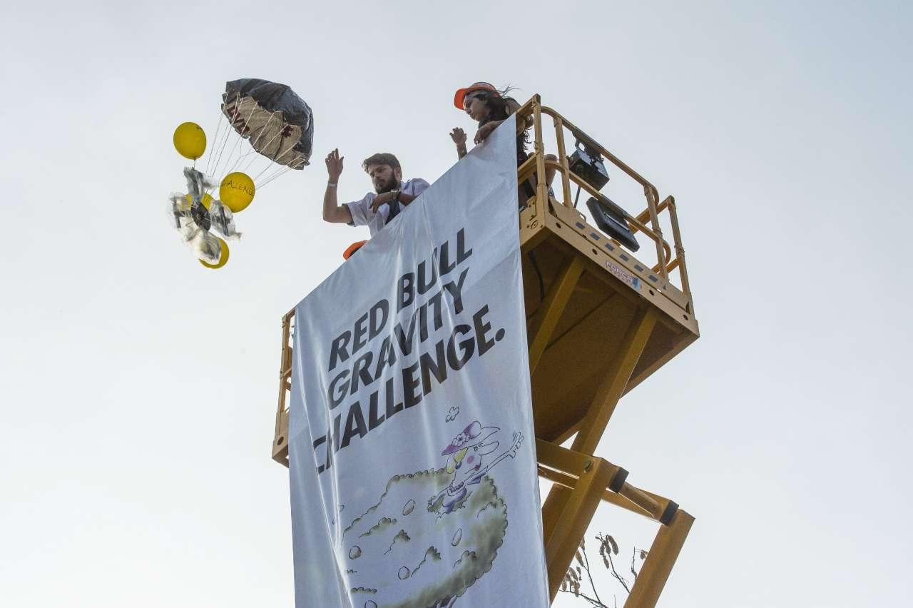 Впервые в Азербайджане - студенты в борьбе с законом гравитации (ФОТО)