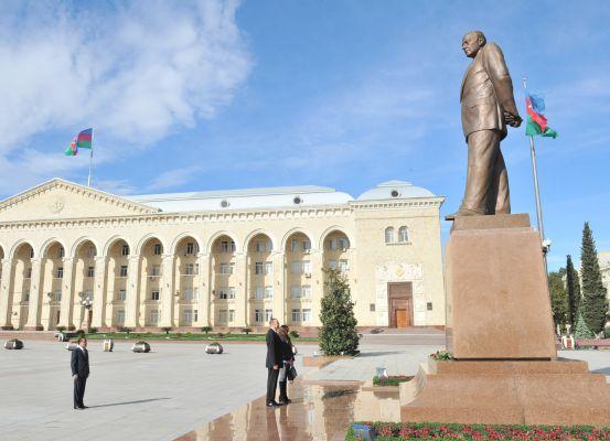 Президент Азербайджана и его супруга прибыли в Гянджу (ФОТО)