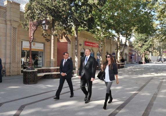 Президент Ильхам Алиев и его супруга побывали на улице Джавад хана в Гяндже (ФОТО)