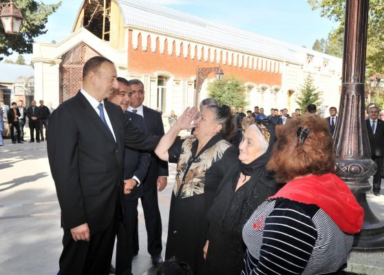 Президент Ильхам Алиев: Всякий раз, будучи здесь, я вижу, что Гянджа становится еще краше (ФОТО)