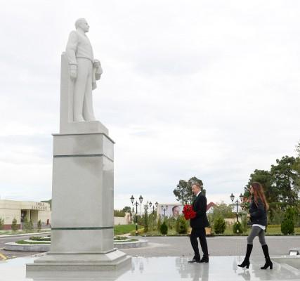 Президент Азербайджана и его супруга прибыли в Геранбойский район (ФОТО)