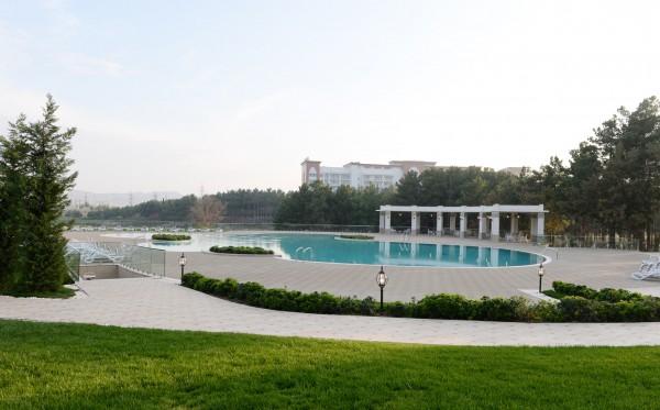 Президент Азербайджана и его супруга Мехрибан Алиева приняли участие в открытии гостиничного комплекса «Karabakh SPA & Resort» в Нафталане (ФОТО)