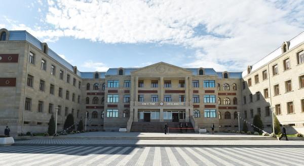 В Гяндже состоялось открытие нового корпуса полной средней школы номер 4 (ФОТО)