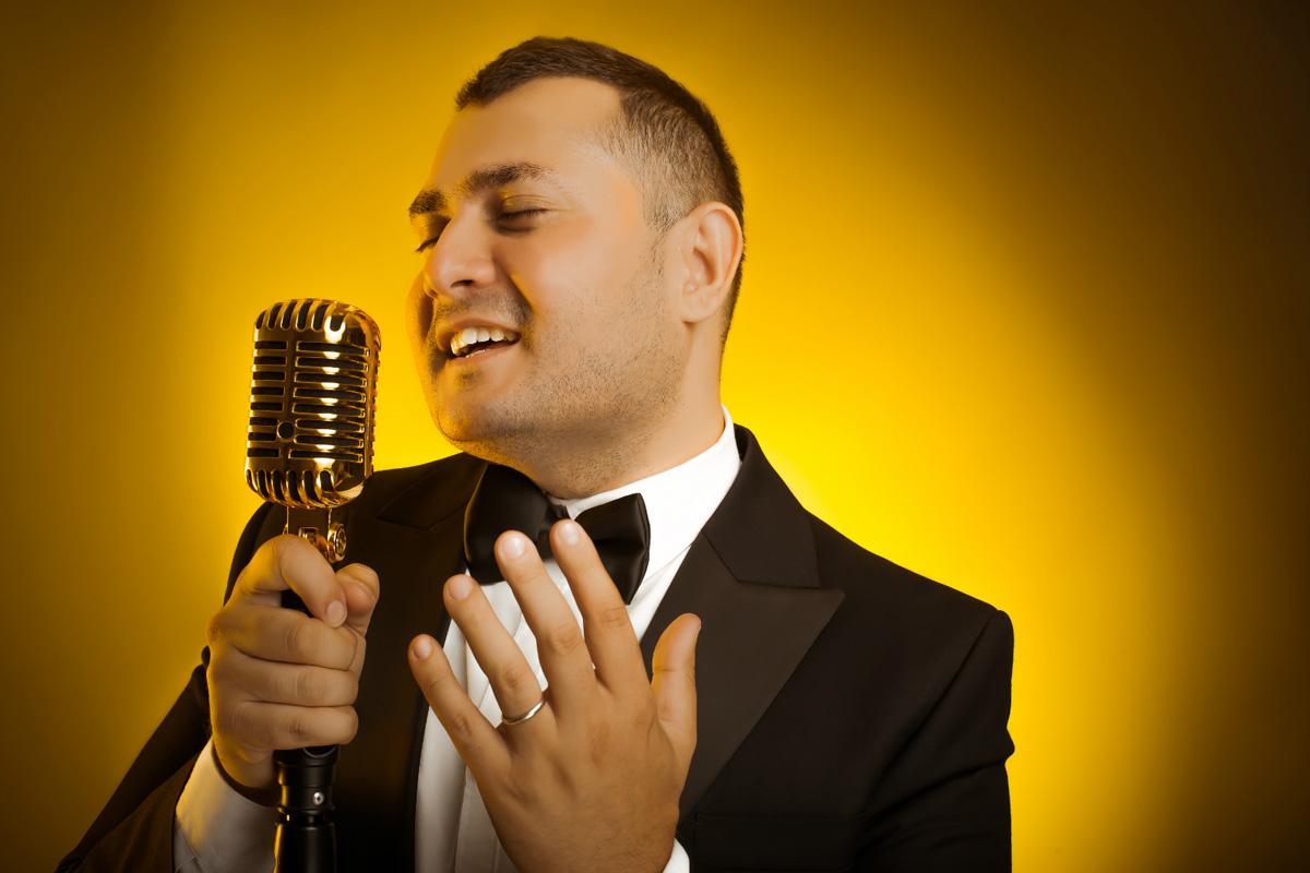 Телеведущий Мурад Ариф реализовал свой первый вокальный видеопроект (ФОТО)