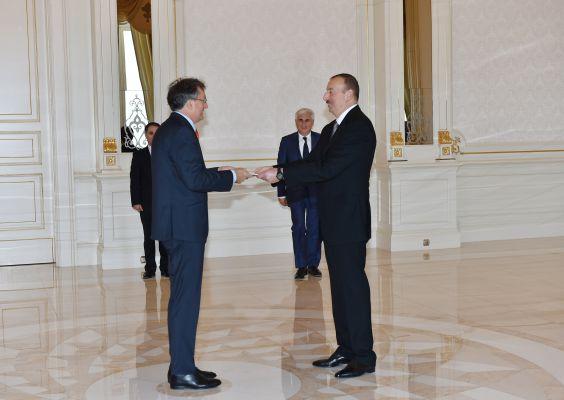Президент Азербайджана принял верительные грамоты посла Сербии