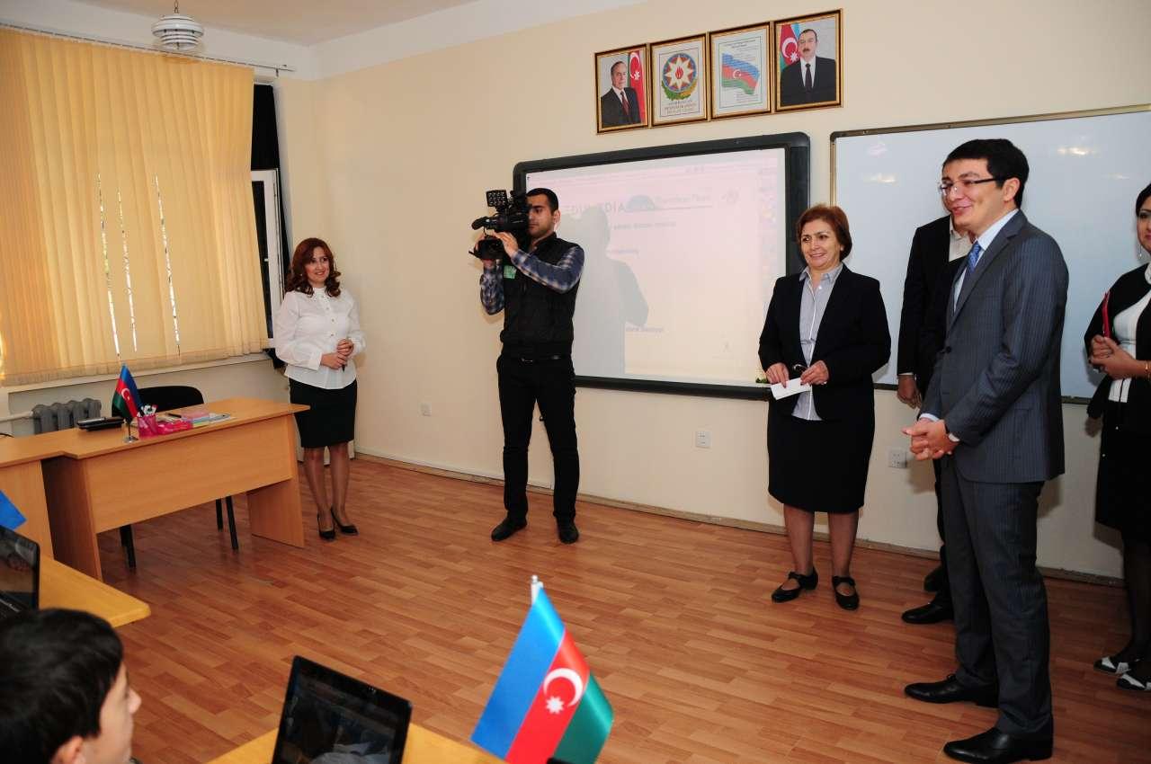 """Реализация проекта """"Персонализированное обучение"""" продолжается в школах Баку (ФОТО)"""