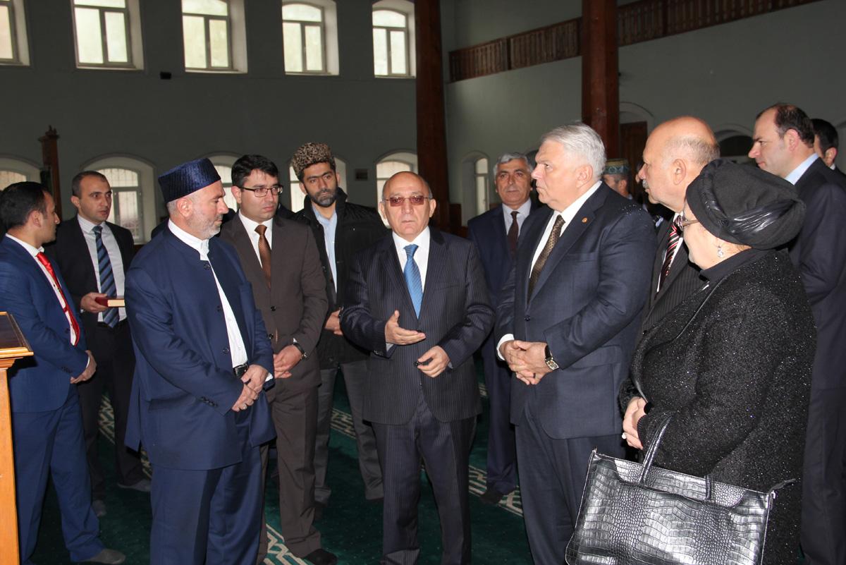 Необходимо защищать верующих в Азербайджане от внешнего давления – госкомитет (ФОТО)