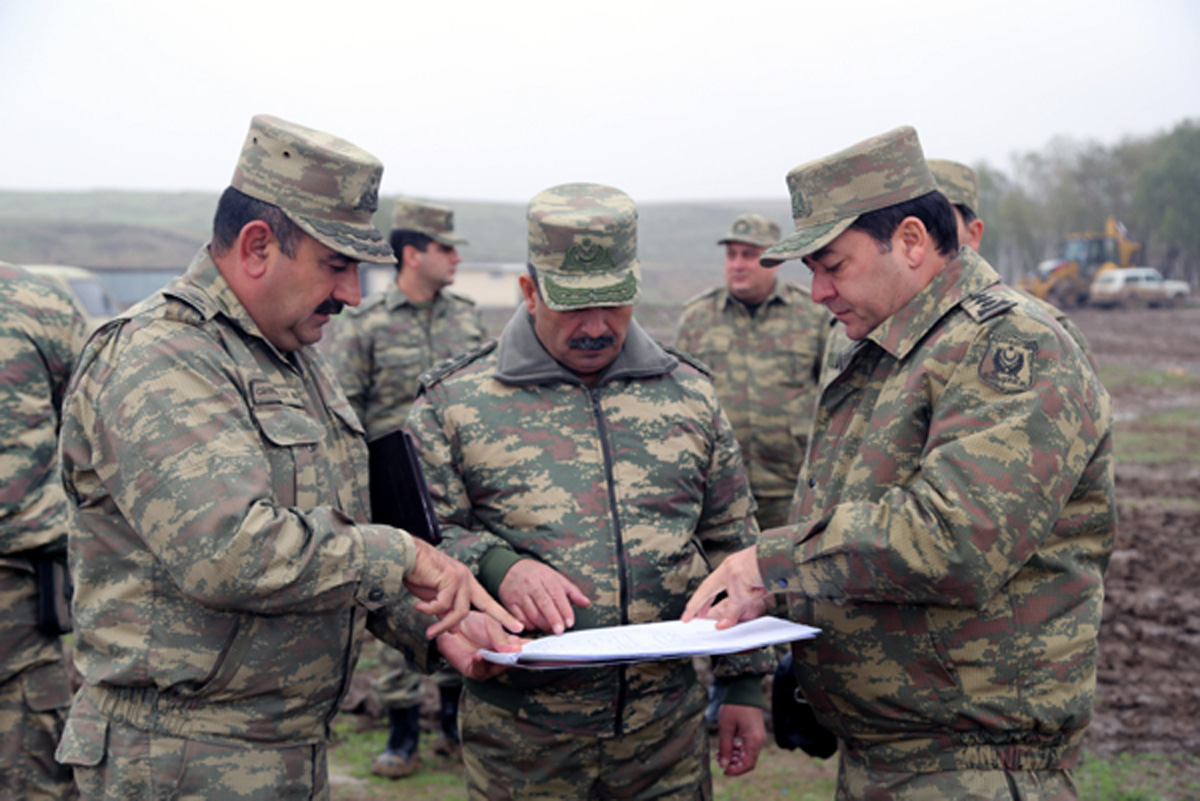 Министр обороны Азербайджана проверил боеготовность прифронтовых военных частей (ФОТО)