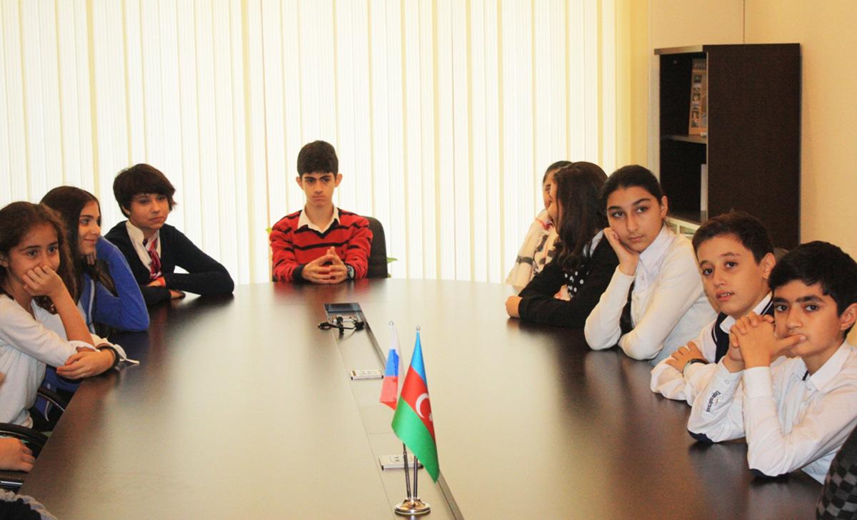 Школьники Баку ознакомились с творчеством русского художника Абрама Архипова (ФОТО)