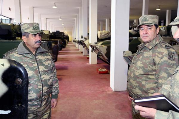 В Азербайджане продолжается проверка боеготовности прифронтовых военных частей (ФОТО)