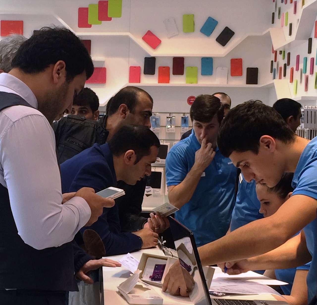 В магазинах SAMSUNG в Баку стартовали продажи GALAXY Note 4 и GALAXY Alpha