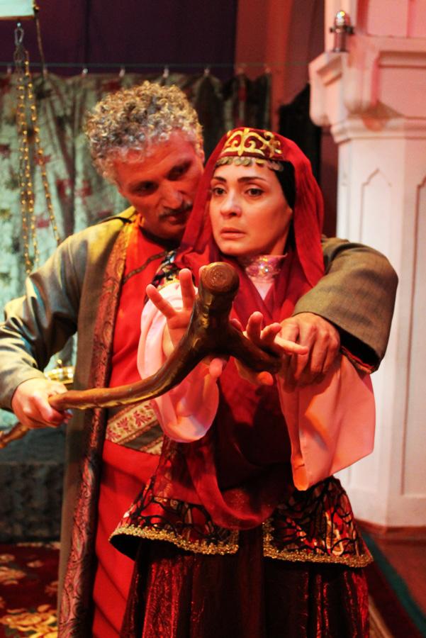 Министр культуры и туризма  посетил государственный театр YUĞ