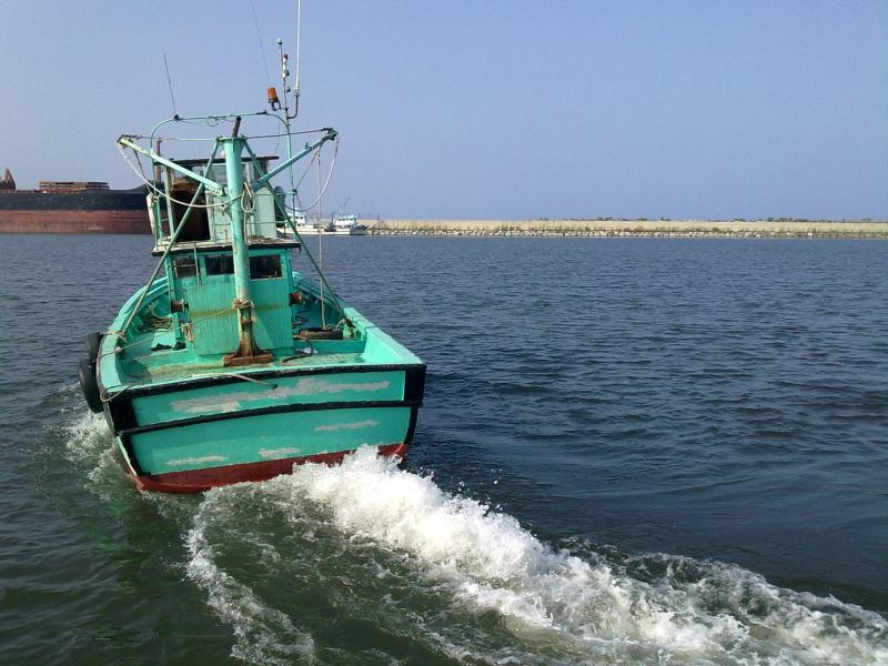 Hindistanda balıqçı qayığı batdı - 15 ölü