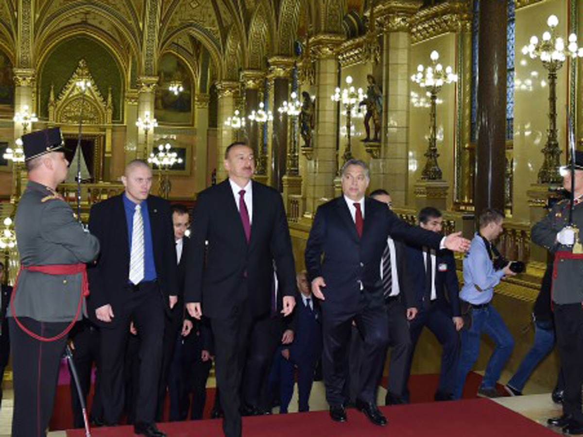 Azerbaijani president, Hungarian PM hold expanded meeting  (PHOTO)