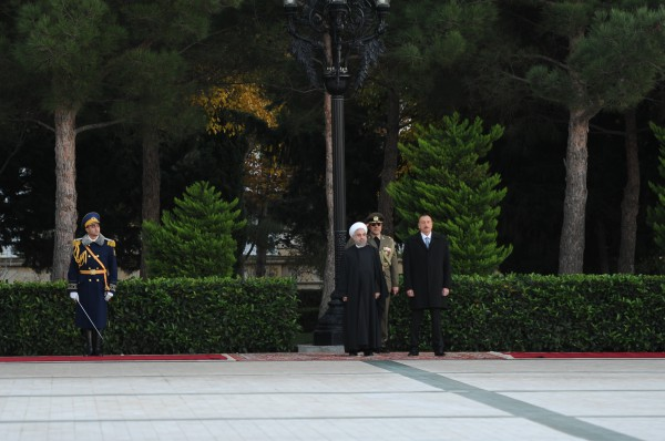 Baku hosts official welcome ceremony for Iran's president (PHOTO)