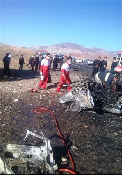 Five people burn alive in car accident in Iran