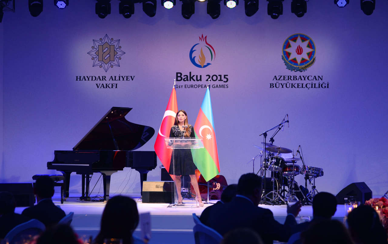 Azerbaijani first lady attends Baku 2015 European Games ceremony in Istanbul (PHOTO)