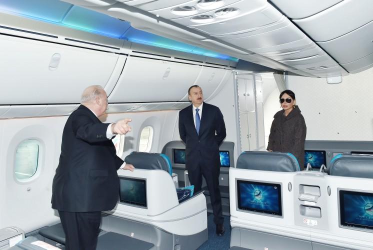 """Президент Ильхам Алиев и его супруга осмотрели новый самолет """"Boeing-787-8"""" Dreamliner (ФОТО)"""