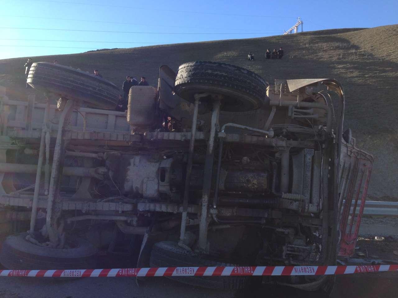 В Шамахе произошло тяжелое ДТП, погибло 6 человек (версия 2)  (ФОТО)