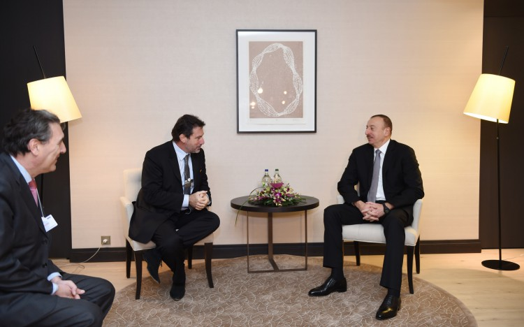 Azerbaijani president meets with CEO of Airbus Group International in Davos (PHOTO)
