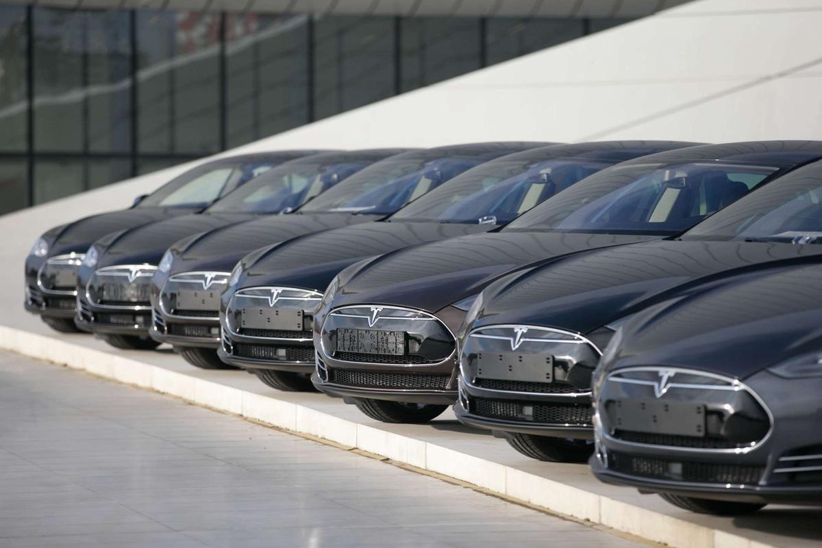 Tesla увеличивает выпуск электромобилей