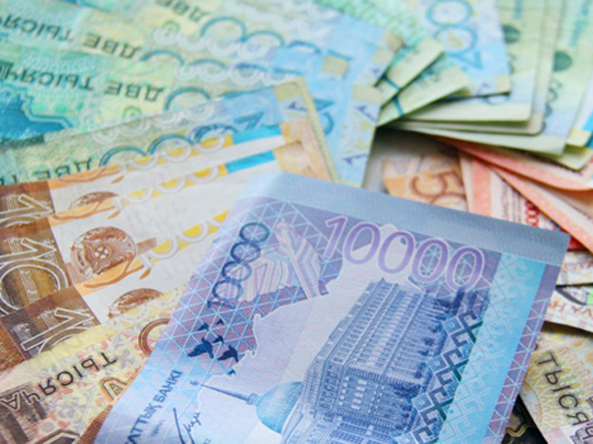 Казахстанский тенге остается относительно стабильным к доллару США