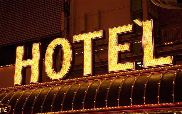 Ukraynada hotel yandı - 8 ölü