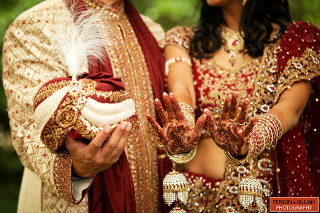 ВИндии новобрачные вскрыли свадебный подарок иподорвались набомбе