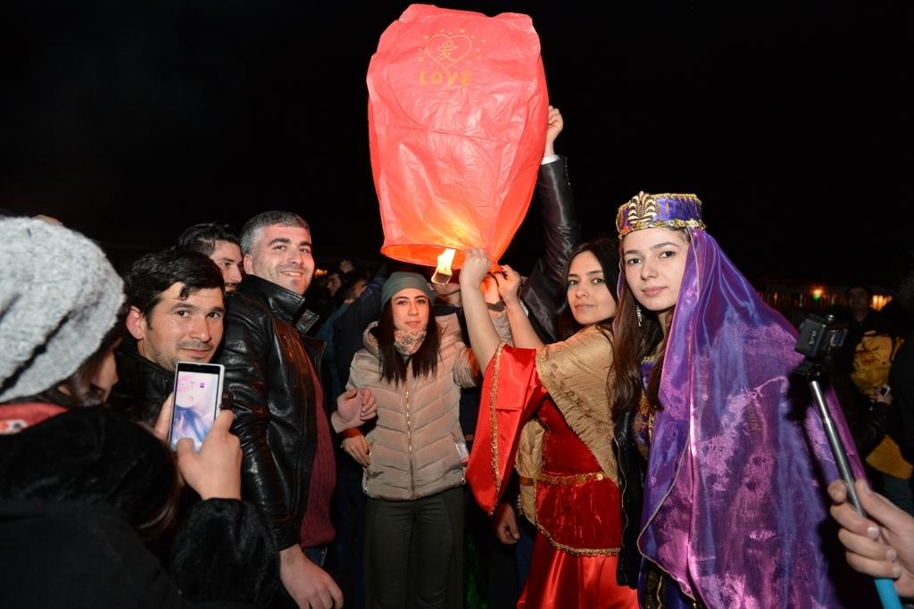В Азербайджане прошел конкурс по битве на куриных яйцах (ФОТО)
