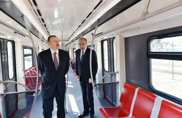 Prezident İlham Əliyev paytaxta gətirilən yeni metro qatarlarında yaradılan şəraitlə tanış olub (FOTO)