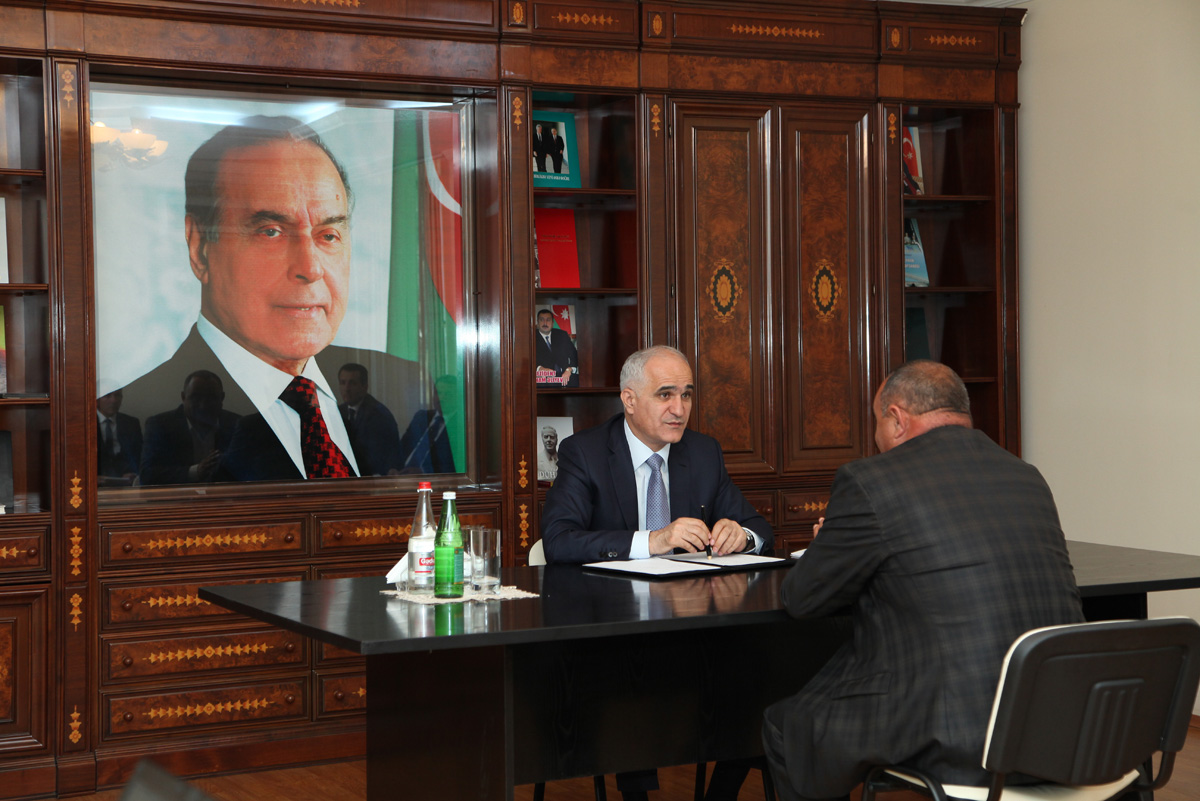 Şahin Mustafayev Yevlaxda vətəndaşları qəbul edib