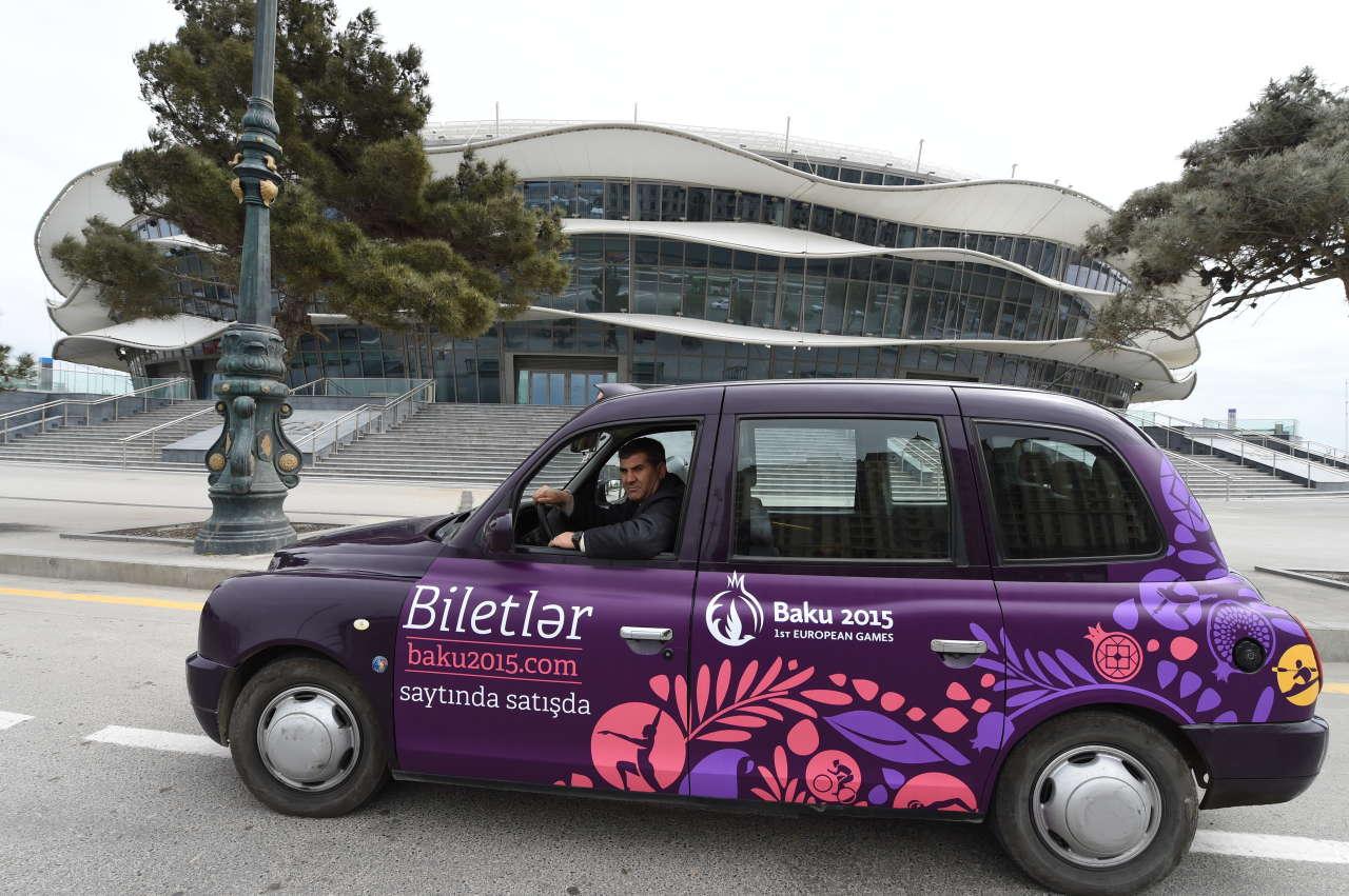 """""""London taksi""""ləri I Avropa Oyunlarının brendinə uyğun yeni dizaynda (FOTO)"""