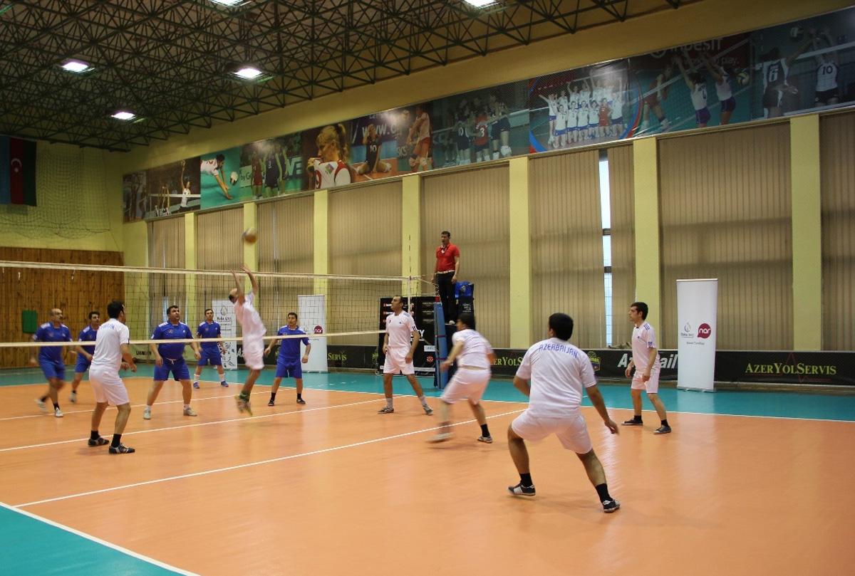 """""""Nar"""" jurnalistlər arasında keçirilən voleybol yarışmasının sponsoru oldu (FOTO)"""