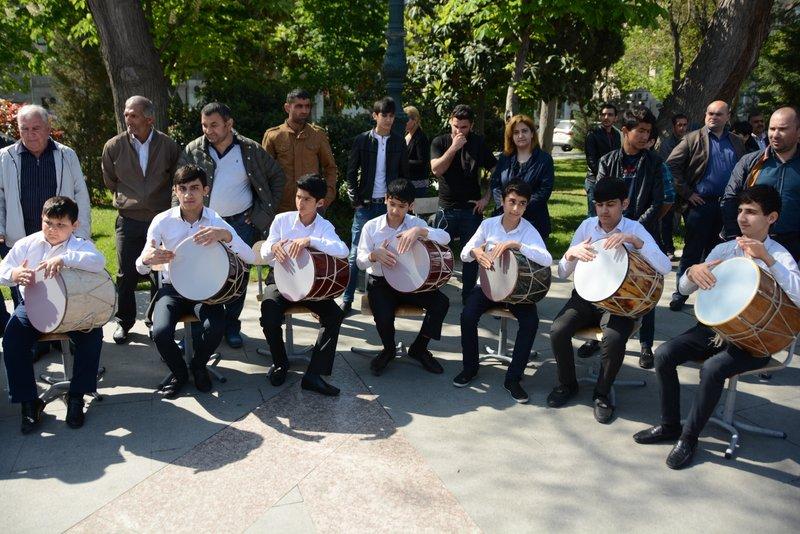 ADİU tələbələrinin əl işi Gül bayramında (FOTO)